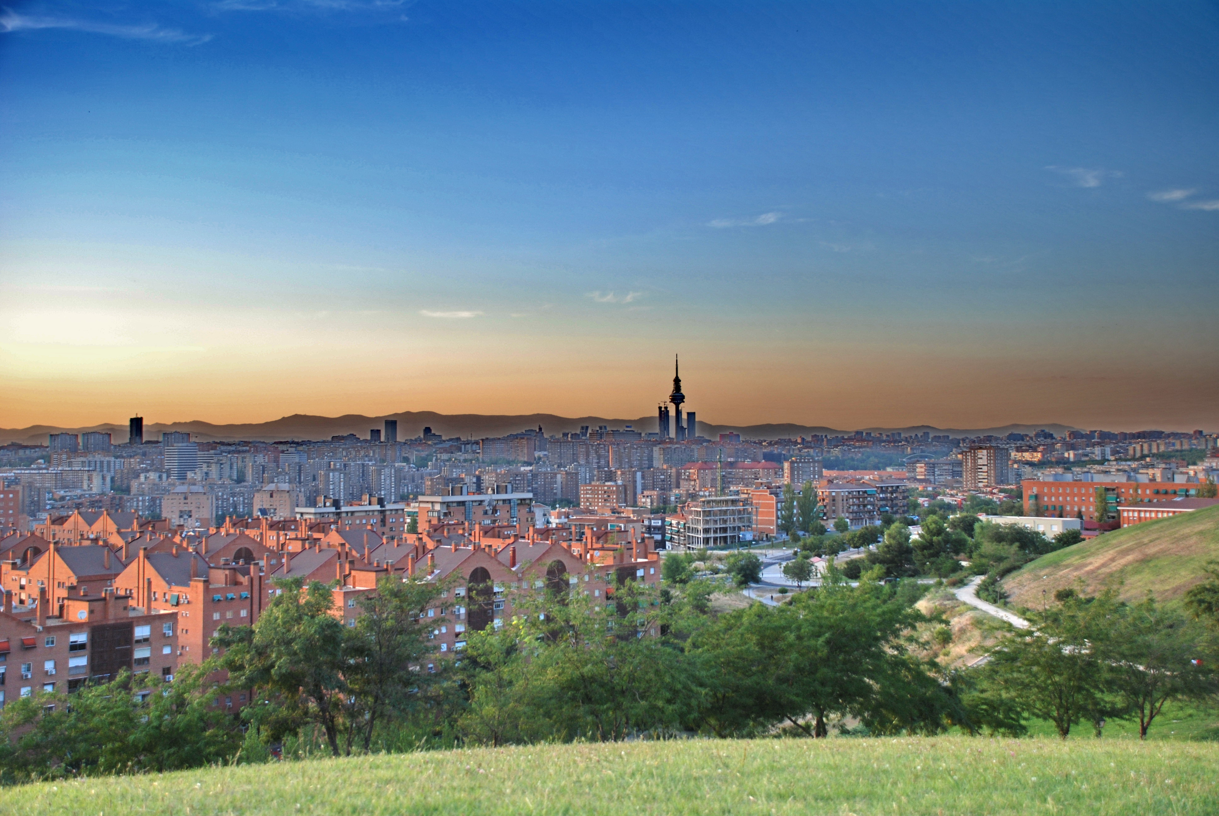 madrid_skyline_-_cerro_del_tc3ado_pc3ado